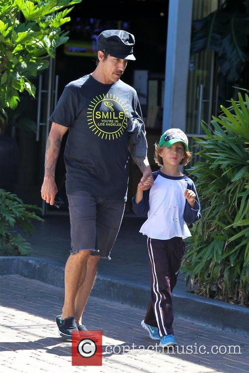 Anthony Kiedis and Everly Bear 1