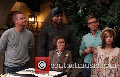 Chris O'donnell, Ll Cool J, Linda Hunt, Barrett Foa and Renée Felice Smith 4