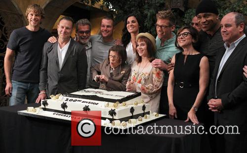 Eric Christian Olsen, Chris O'donnell, Ll Cool J, Linda Hunt, Barrett Foa, Renée Felice Smith and Miguel Ferrer With Execs 4
