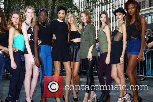 Devon and Contestants Of The Face 3