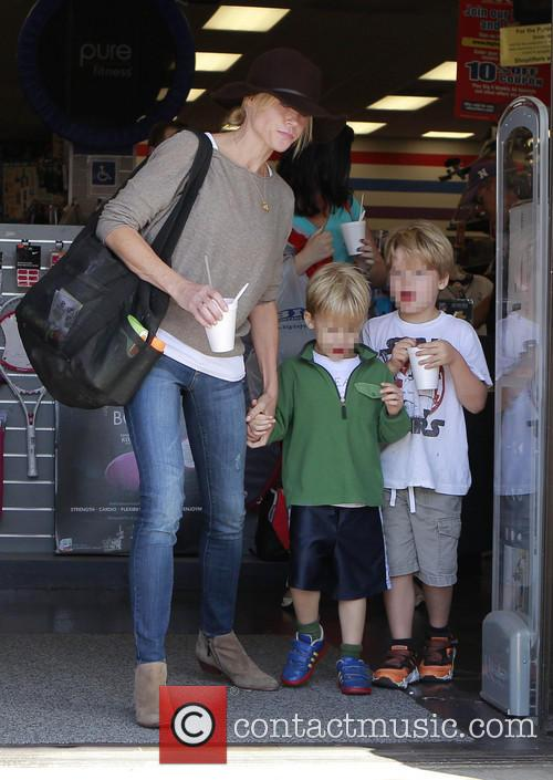 Julie Bowen, John Phillips and Oliver Phillips 11