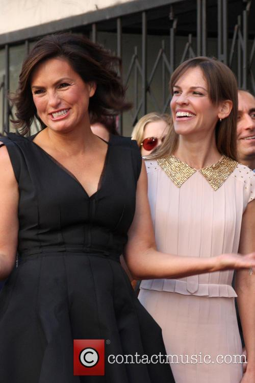 Mariska Hargitay and Hilary Swank 3