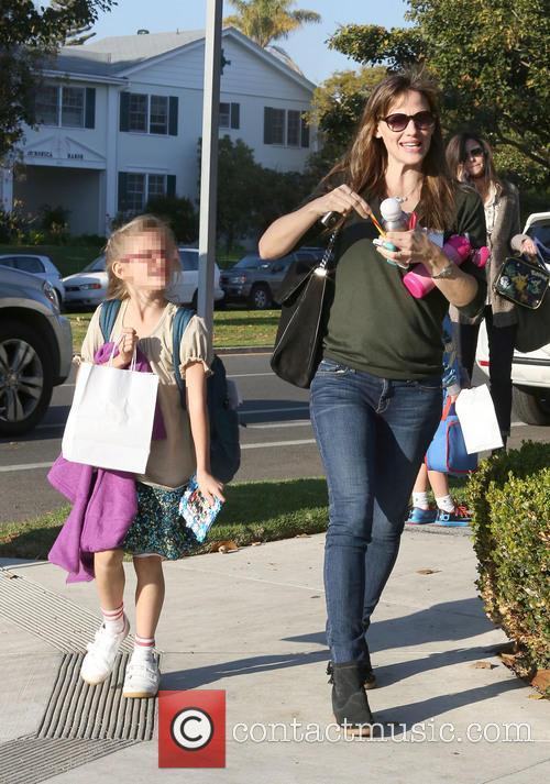 Jennifer Garner and Violet Affleck 5