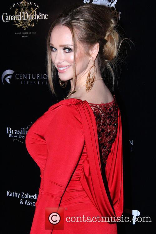 Katerina Van Derham 6