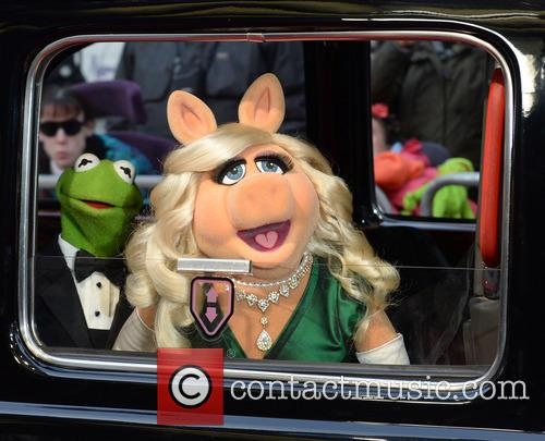 Awkward! Exes Kermit And Miss Piggy Share The Sofa On 'Jimmy Kimmel Live'