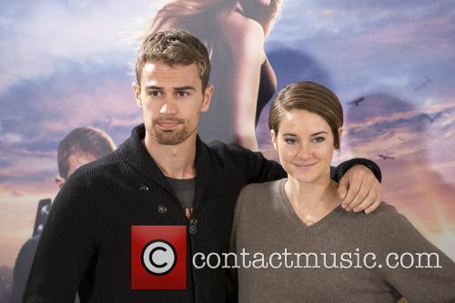 Theo James and Shailene Woodley 2
