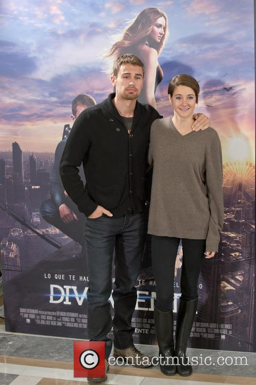 Theo James and Shailene Woodley 6