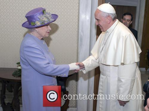Queen Elizabeth Ii and Pope Francis 4