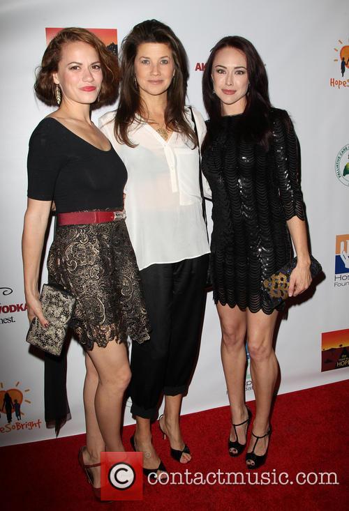 Daphne Zuniga, Bethany Joy Lenz and Lindsey Mckeon 7