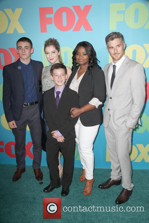 Charlie Rowe, Zoe Levin, Griffin Gluck, Octavia Spencer and Dave Annable Of The Cast Of Red Band Society