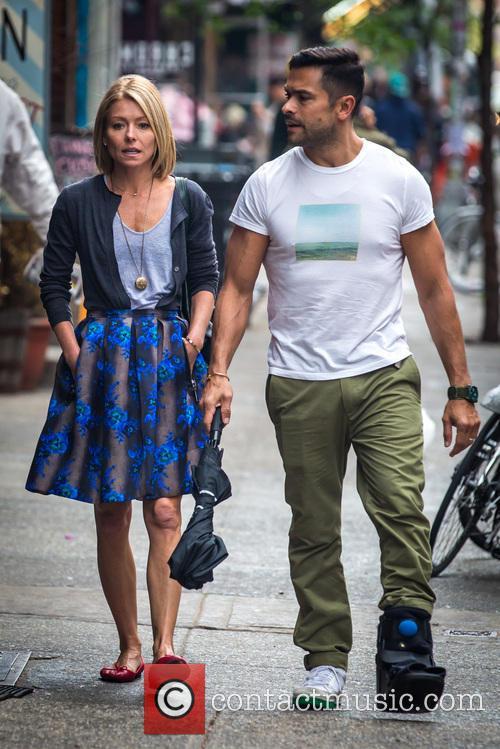 Kelly Ripa and Mark Consuelos 6