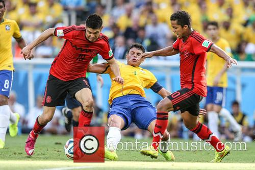 Oribe Peralta and Thiago Silva 7