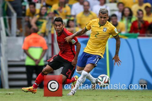 Vazquez and Daniel Alves 2