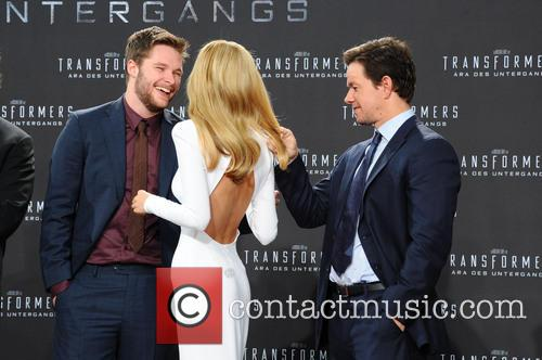 Jack Reynor, Nicola Peltz and Mark Wahlberg 7
