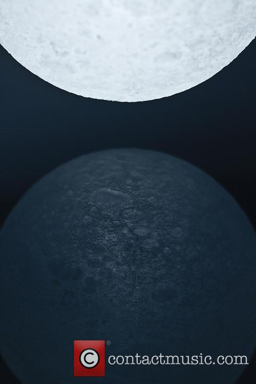 Supermoon Inspired and Moon' Led Light 4