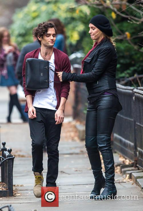 Uma Thurman and Penn Badgley 4