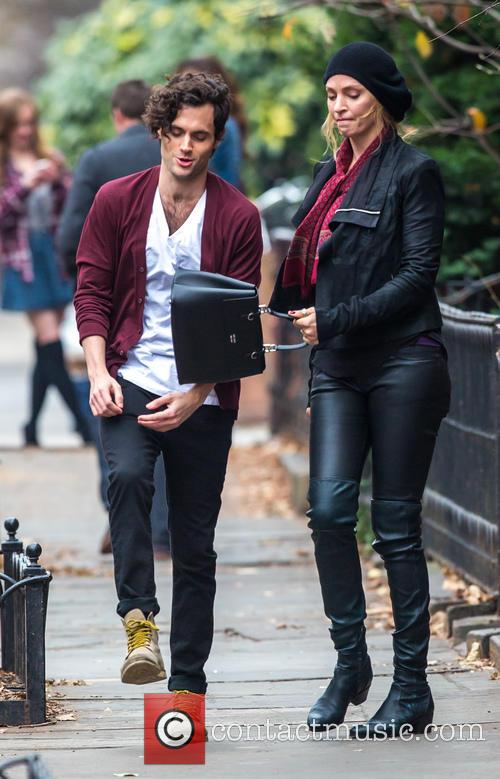 Uma Thurman and Penn Badgley 5
