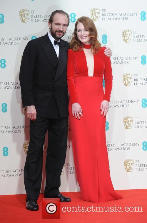 Julianne Moore and Ralph Fiennes 11