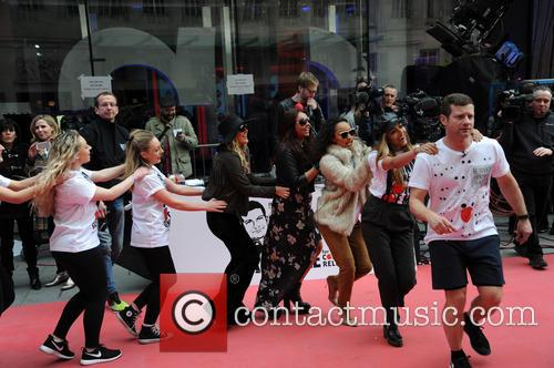 Dermot O'leary, Little Mix, Jade Thirlwall, Perrie Edwards, Leigh-anne Pinnock and Jesy Nelson 3