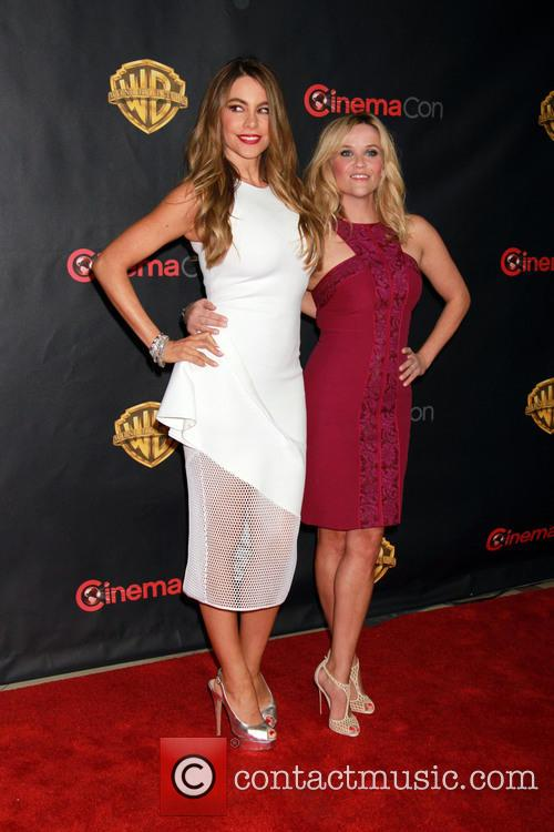 Reese Witherspoon and Sophia Vergara 4