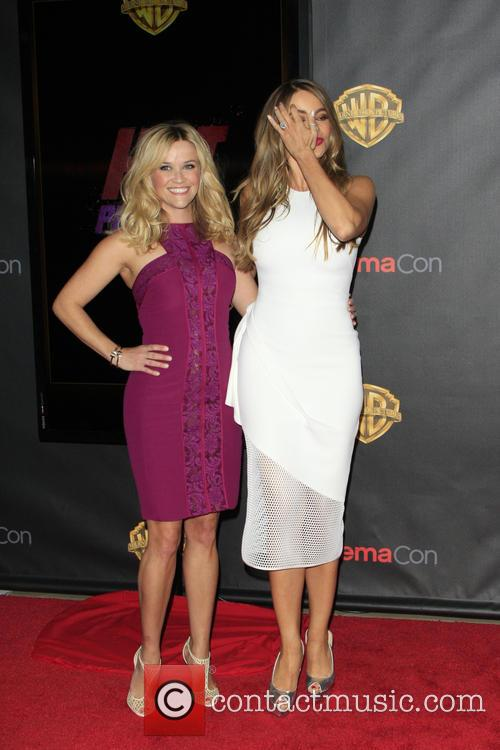 Reese Witherspoon and Sofia Vergara 3
