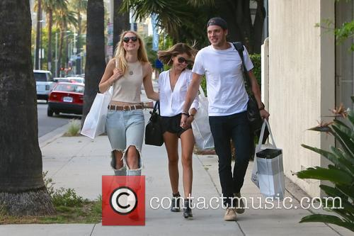 Lucy Fry, Sarah Hyland and Dominic Sherwood 7