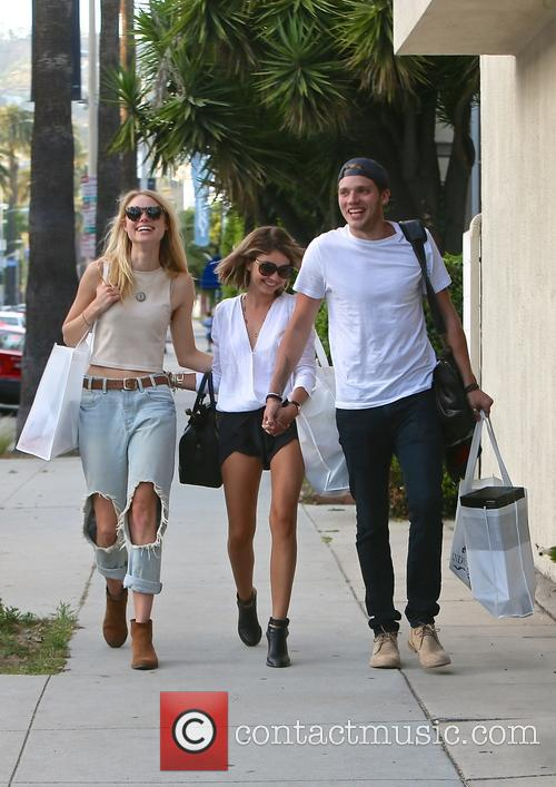 Lucy Fry, Sarah Hyland and Dominic Sherwood 8