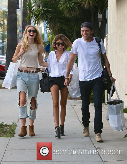 Lucy Fry, Sarah Hyland and Dominic Sherwood 10