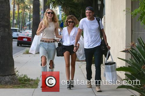 Lucy Fry, Sarah Hyland and Dominic Sherwood 11
