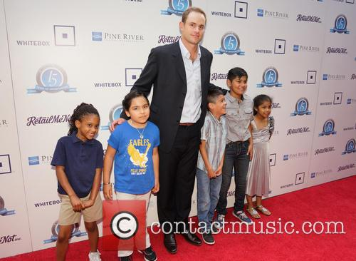Andy Roddick and Children From Pecan Springs Elementary School 4