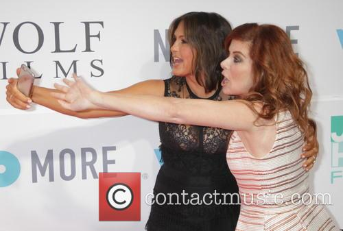 Mariska Hargitay and Debra Messing 10