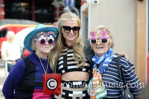 Paris Hilton and Birthday Grils 11