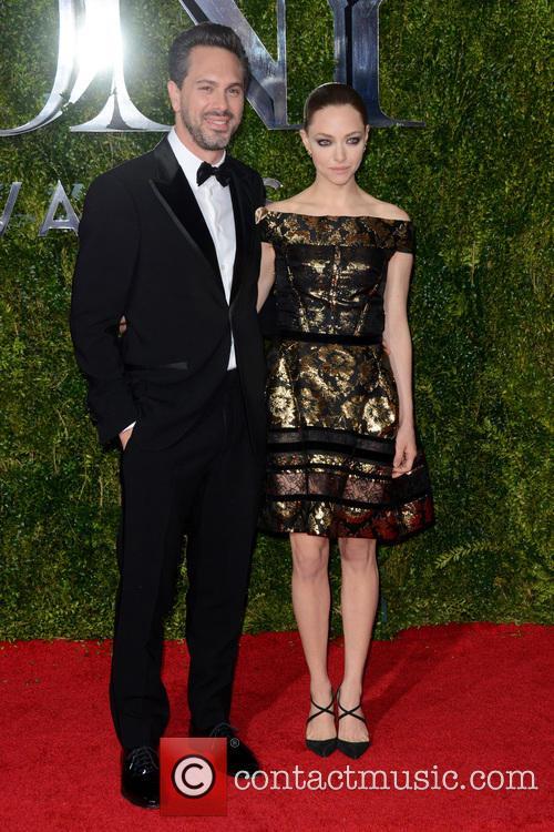 Thomas Sadoski and Amanda Seyfried 1