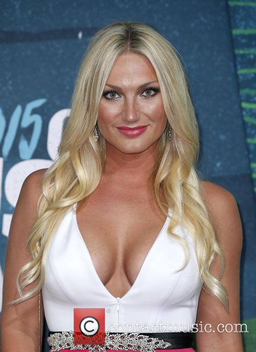 Brooke Hogan Pens Poem In Support Of Father Hulk Hogan Amid Racism Scandal