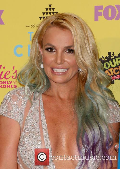 Britney Spears Handles Wardrobe Malfunction Like A Pro During Las Vegas Gig