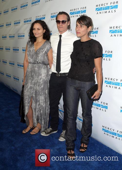 Rain Phoenix, Joaquin Phoenix and Summer Phoenix 4