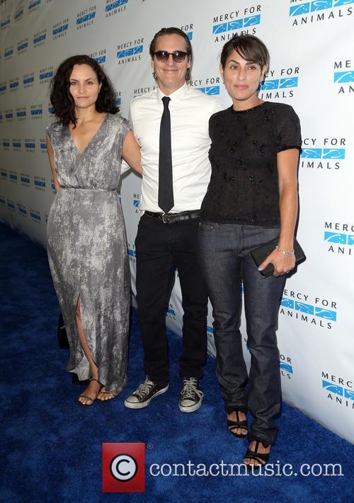 Rain Phoenix, Joaquin Phoenix and Summer Phoenix 6
