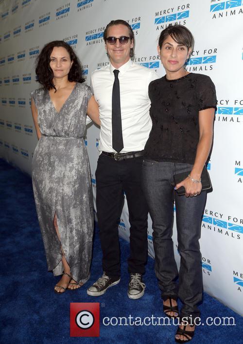 Rain Phoenix, Joaquin Phoenix and Summer Phoenix 7