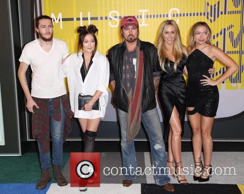 Tish Cyrus, Braison Cyrus, Noah Cyrus, Billy Ray Cyrus and Brandi Cyrus 3