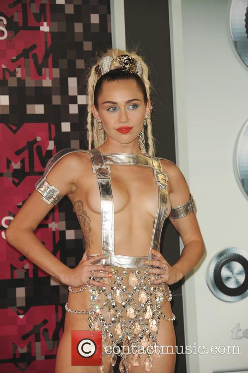 Host Miley Cyrus Brings Neon And Glitter To The Vmas Then Drops Surprise New Album