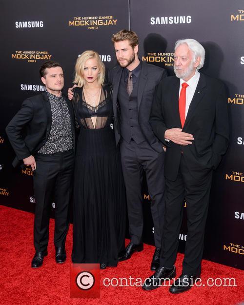 Josh Hutcherson, Jennifer Lawrence, Liam Hemsworth and Donald Sutherland 1