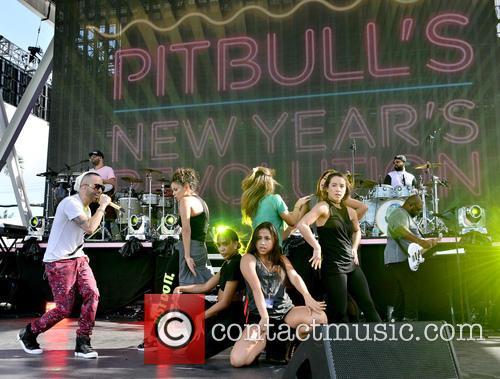 Pitbull and Yandel 8
