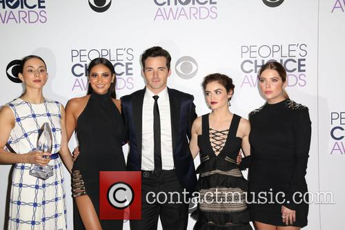 Troian Bellisario, Shay Mitchell, Ian Harding, Lucy Hale and Ashley Benson 1