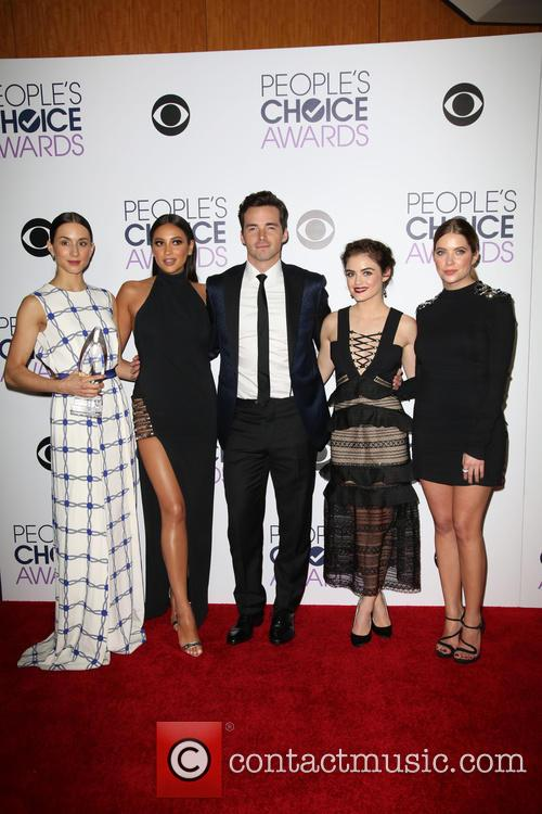 Troian Bellisario, Shay Mitchell, Ian Harding, Lucy Hale and Ashley Benson 2