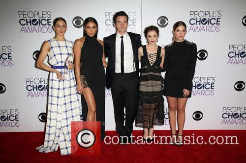 Troian Bellisario, Shay Mitchell, Ian Harding, Lucy Hale and Ashley Benson 3