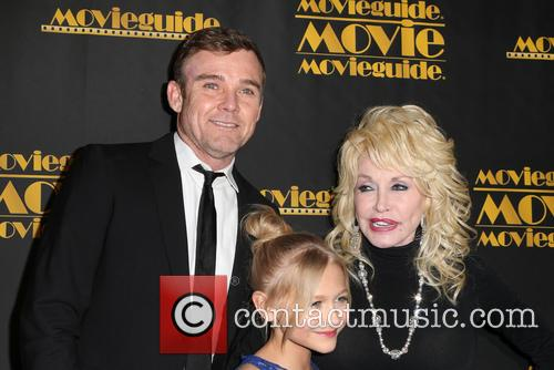 Ricky Schroder, Alyvia Alyn Lind and Dolly Parton 6