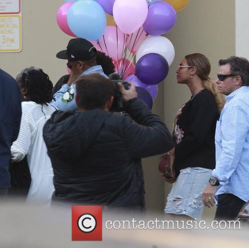 Beyonce, Jay Z and Blue Ivy 10