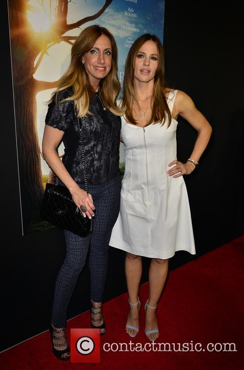 Lili Estefan and Jennifer Garner 2
