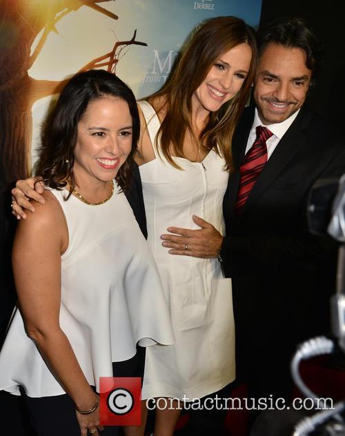 Lili Estefan, Jennifer Garner and Eugenio Derbez 6