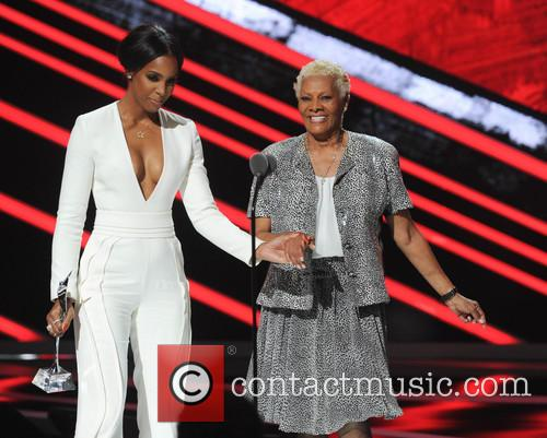 Kelly Rowland and Dionne Warwick 2